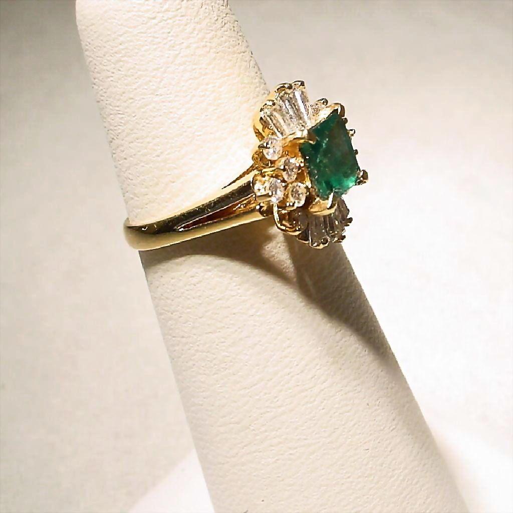 Romantic Princess Cut Emerald Emerald Diamond Ring 18 Kt
