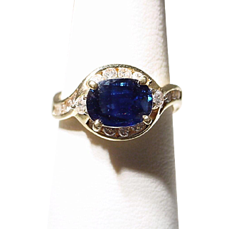 Bright Blue Sapphire Diamond Ring 18 KT Y-Gold