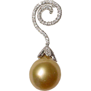 Exquisite Rich Golden South Sea Pearl Pendant Diamonds 18 KT W-Gold - Extra Fine Pearl 15 MM - Vintage 70's