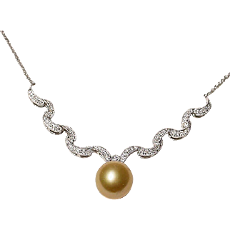 Elegant Rich Golden South Sea Pearl Pendant Necklace Diamonds 18K W-Gold - Extra Fine Pearl 13 MM - Vintage 70's