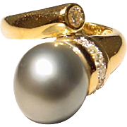 Elegant Black Tahitian Pearl Diamond Ring 18 KT Yellow Gold - Simply Classic Bypass - 12 MM