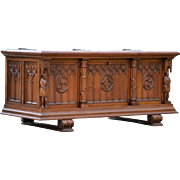 Vintage French Gothic Trunk, Chest in Oak Nice Model Carved Statues