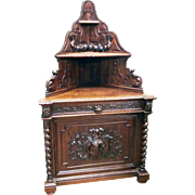 Antique French Hunt Corner Cabinet in Oak from the 19th Century, Barley Twist Carvings
