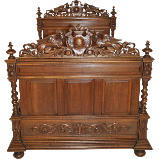 Gorgeous Antique French Hunt Bed in Oak, Late 19th Century