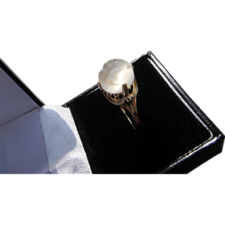 "Beautiful Vintage 10 kt. Gold ""Man in the Moon Moonstone Ring"