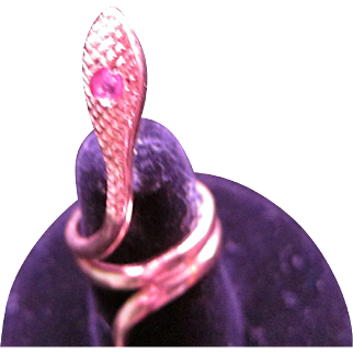 Beautiful Vintage 18 kt Gold Ruby Snake Ring
