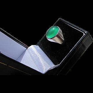 Beautiful Art Deco  10 kt.  White Gold Green Cat's Eye Moonstone Ring  C.1930's