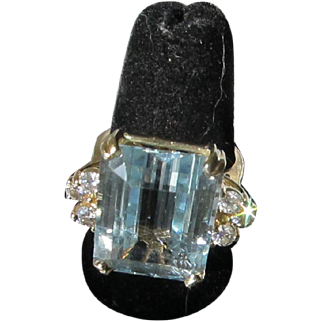 Beautiful Vintage 14 kt.Gold  18 carats Topaz and Diamonds Ring