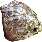 Beautiful Vintage 14 kt. White Gold Lion's Ring.