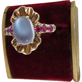 Beautiful Vintage 10. kt. Gold Moonstone with Rubies. Ring 1920