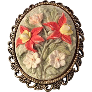 Vintage Three Dimensional Floral Ceramic Cameo Brooch