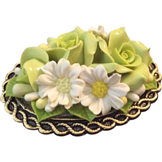 Vintage three dimensional roses and daisy flowers brooch