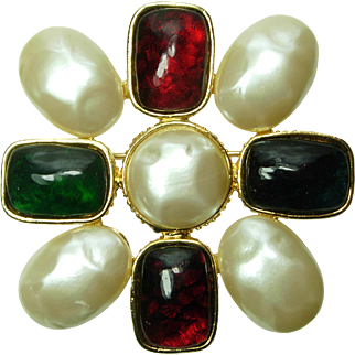 80s Valentino Large Brooch Gripoix Poured Glass Stones on Freshwater Pearl Double Strand