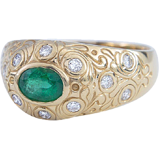 Bvlgari-style Ring with Emerald and Diamonds set in 14 Karat Gold, circa 1990