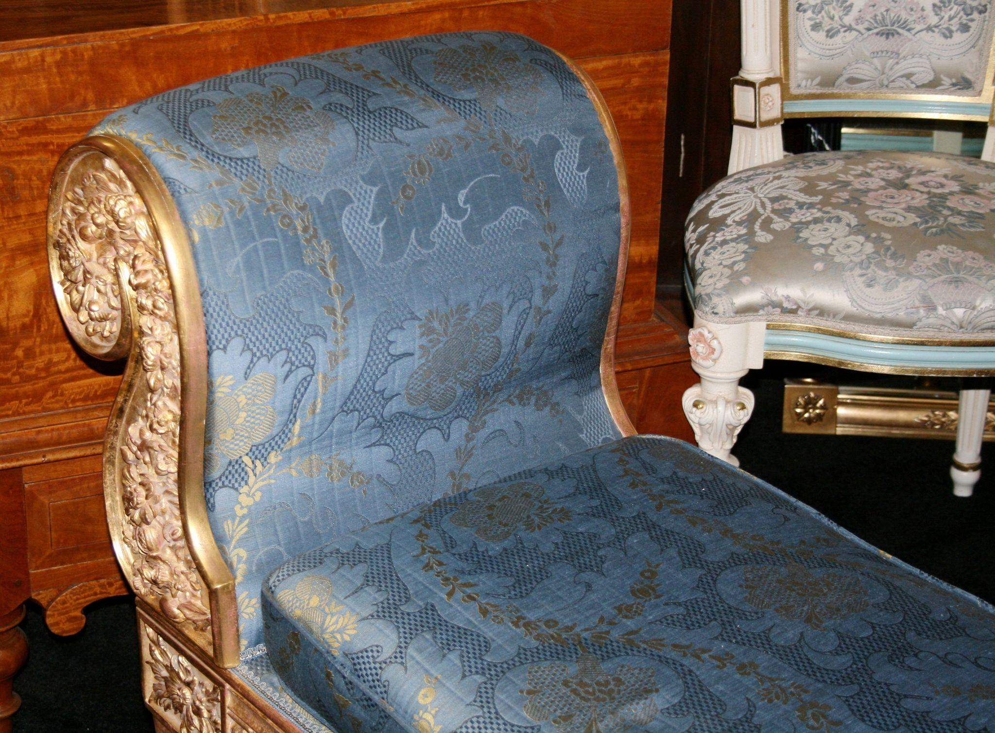 Fine 19th c carved gilt scroll end chaise longue from - Changer toile chaise longue ...
