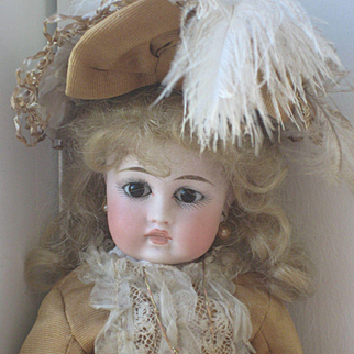 BRU Face Belton Type Small Doll 11,5 inch.