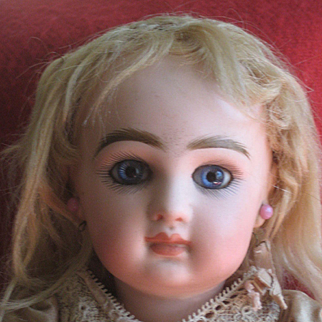 Pretty JUMEAU Doll. 13 inch.