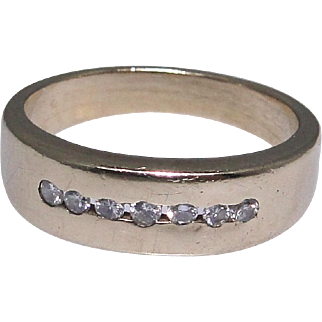 Vintage 14kt gold band ring with bright white small diamonds, size: 8.25