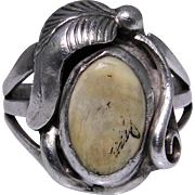 Vintage sterling silver ring with Agate cabochon, lovely flowing lines