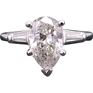 Gorgeous Platinum GIA certified 2.25ct Diamond Pear Shape & Baguette Cut Engagement Ring Size 7