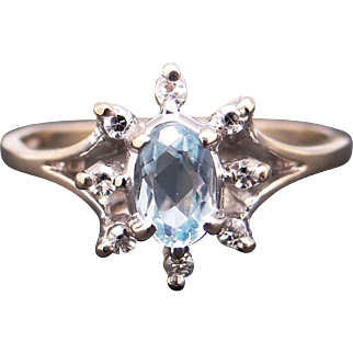 14k White Gold .66ct Oval Cut Blue Topaz Round Diamond Cluster Band Ring Sz 7.25