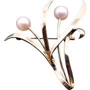 Vintage Mikimoto 14k Yellow Gold 6.5mm Round White Cultured Pearl Leaf Flower Vine Brooch Pin