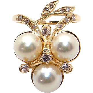 Outstanding Retro Era 14k Yellow Gold .40ct Round Cultured Pearl Diamond Cocktail Cluster Leaf Band Ring Size 9