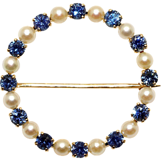 Retro Era 14k Yellow Gold 1.20ct Round Cut Sapphire 3mm Cultured Pearl Circle Brooch Pin