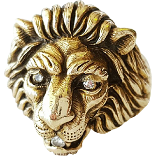 14kt Yellow Gold Lions Head Ring set with Diamonds