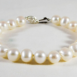Chic 14k White Gold and Lustrous White Pearl Bracelet