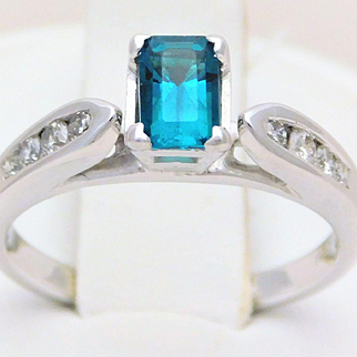 Vintage 14k White Gold Chatham Emerald and Diamond Ring