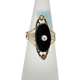For Sale: (1) Beautiful Vintage Black Onyx Ring with a Center Pearl in 10k YG