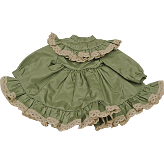 """Vintage green dress 5 1/2"""" long-Ship Included"""