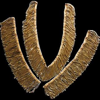 Former edge strip with golden metal fringe.
