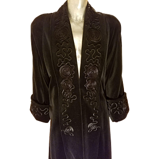 Vtg de Ball velvet Opera coat with ribbon swirl details fully lined