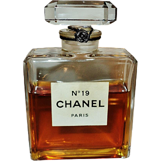 Vintage Chanel No 19 Very Rare Parfum Extrat 1975 Crystal Stopper Bottle 3/4 Full 3oz