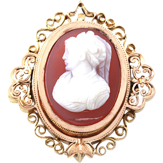 Vintage Shell Cameo in 18K Yellow Gold Finely Detailed Frame
