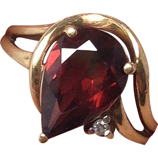 Vintage Garnet Pear with Small Diamond in 10K Yellow Gold
