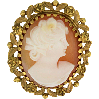 Vintage Handcarved Cameo made from a Shell set in 18k Yellow Gold Frame