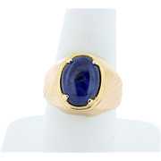 18K Yellow Gold Ring with Oval Sapphire
