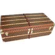 A very good vintage Louis Vuitton cabin trunk in very good condition.