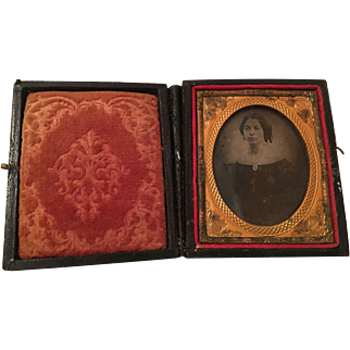 Daguerreotype   Mid to Late 1800's Lady's Portrait and Case