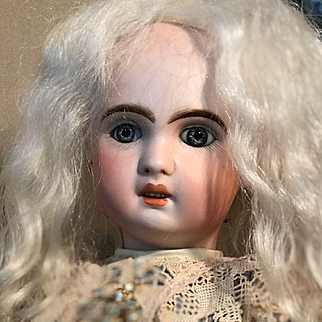 Antique ORIGINAL French PARIS Tete Jumeau Porcelaine Bisque Head doll 38 cm