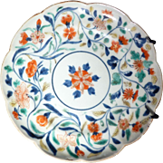 17/18th c Kangxi Wucai shaped Dish depicting a floral scene