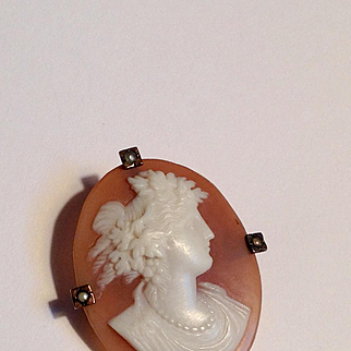 Early pre 1900's intricately carved shell cameo pin - really amazing