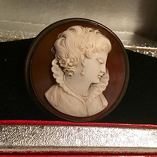 Vintage silver intricately Carved shell cameo brooch or pendant