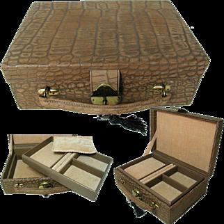 Quality Leather Jewelry Box Circa 1950s. British Made