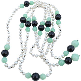 Art Deco Style Strand of Pearls With Vintage Green Agate & Onyx