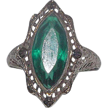 Amazing Art Deco 14 Kt White Gold Green Stone Ring Filigree Design