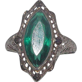 Amazing Art Deco 14 Kt White Gold Green Stone Ring Filigree Design